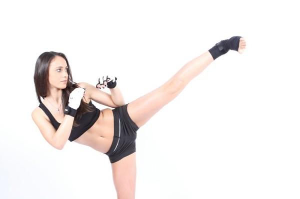 Marta Bonacci esegue un calcio di taekwondo